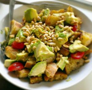 Avocado Ciabatta-Salat mit Kirschtomaten